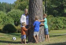 Дети с матерью outdoors Стоковое фото RF