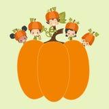Дети с огромной тыквой Бесплатная Иллюстрация
