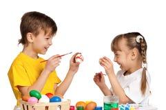 Дети с пасхальными яйцами Стоковые Изображения RF