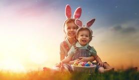 Дети с пасхальными яйцами Стоковое Изображение