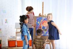 Дети с учительницей стоковые фотографии rf