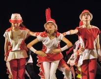 Дети танцуя на этапе Стоковое Изображение RF