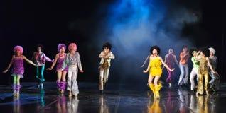 Дети танцуя на этапе Стоковое Изображение