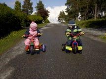 дети участвуют в гонке готовое к Стоковые Фотографии RF