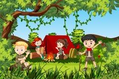 Дети Canping на лесе бесплатная иллюстрация
