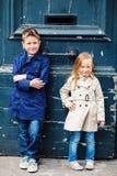Дети outdoors в городе Стоковое Изображение