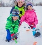 Дети plaing в снеге Стоковые Фото
