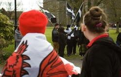 Дети Welsh наблюдают корнуольские участников на фестивале Celtic лотка Стоковое Изображение RF