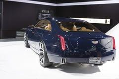 ДЕТРОЙТ - 26-ОЕ ЯНВАРЯ: Новый автомобиль концепции Кадиллака Elmiraj на Th стоковое фото