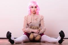 Детская женщина с игрушкой плюшевого медвежонка Стоковые Изображения RF