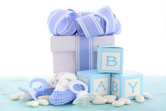 Детский душ свой подарок сини мальчика стоковая фотография