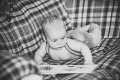 Детство, младенчество, невиновность стоковая фотография rf