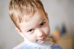 Детство ребенк стороны ребенка мальчика кавказско стоковое изображение rf