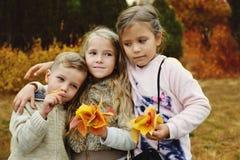 3 дет в парке осени Стоковое Изображение