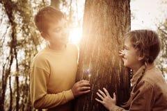 2 дет в парке Стоковая Фотография