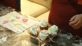 2 дет замешивая тесто для делают печенья совместно Стоковая Фотография RF