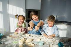 3 дет подготавливают что-то от теста Стоковая Фотография RF
