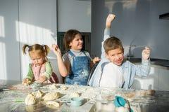 3 дет подготавливают что-то от теста Стоковое Изображение RF