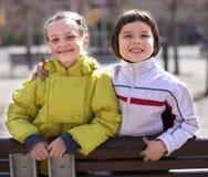 2 дет представляя outdoors Стоковая Фотография