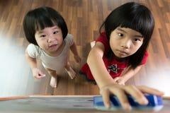 2 дет рисуя на классн классном Стоковые Изображения RF