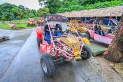 Дефектный автомобиль на счастливом тематическом парке Dreamland в острове Boracay Стоковые Изображения RF