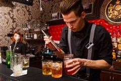Деятельность бармена Стоковые Изображения
