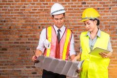 Деятельность женщины и человека инженера Стоковое Фото