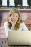 деятельность женщины компьтер-книжки компьютера Стоковые Изображения RF