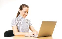 деятельность женщины smiley компьютера Стоковое Фото