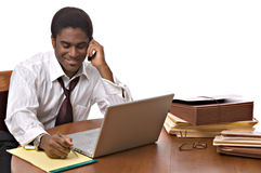 деятельность компьтер-книжки бизнесмена афроамериканца Стоковые Изображения RF