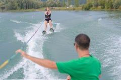Деятельность при Wakeboarding на озере Стоковая Фотография RF