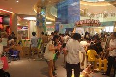 Деятельности при детей взаимодействующие в торговом центре Шэньчжэня Tai Koo Shing Стоковое Фото