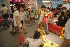 Деятельности при детей взаимодействующие в торговом центре Шэньчжэня Tai Koo Shing Стоковое Изображение