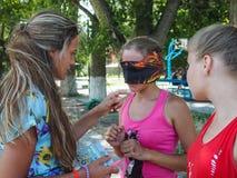 Деятельности при игр для детей в воссоздании располагаются лагерем в Anapa в зоне Краснодара в России Стоковые Изображения RF