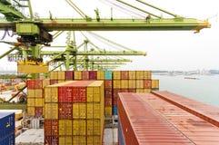 Деятельность контейнера в порте Стоковые Фото
