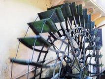 Деятельность мельницы колеса воды Стоковые Изображения RF