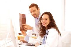 Деятельность доктора и медсестры как медицинская бригада Стоковое Изображение RF