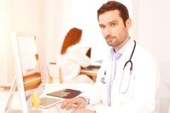 Деятельность доктора и медсестры как медицинская бригада Стоковая Фотография