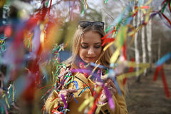 Делает желание под деревом счастья стоковые изображения rf