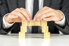 Делать мост с деревянными кубами Стоковые Изображения RF