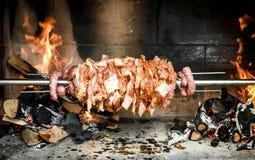 Делать домой сделанные гироскопы kebab cag с огнем и углем Стоковая Фотография RF