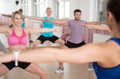 Делать тренировку pilates Стоковые Изображения RF