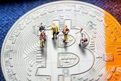 Делать удачу инвестируя в секретном bitcoin валют особенно Стоковые Фотографии RF