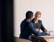 Делающ успех случитесь через тщательный обсуждать Стоковые Фотографии RF