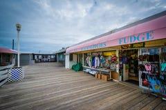 Дела на пристани рыбной ловли в Virginia Beach, Вирджинии стоковые изображения