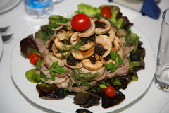 Деликатес от шеф-повара - блюда птицы - птица с черносливами Стоковое Изображение
