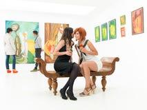 Делить секреты на художественной выставке Стоковое Изображение
