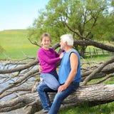 Дед и внучка стоковое фото