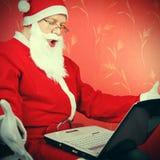 Дед Мороз с компьтер-книжкой Стоковое фото RF
