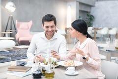 Деловая встреча в роскошном ресторане Стоковые Фото